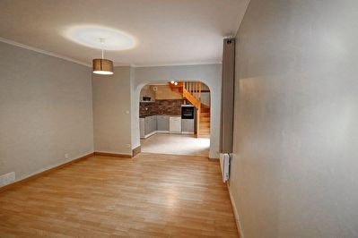 Exclusivement chez Comeback immobilier ! Maison de ville en plein coeur de  CHANTILLY .... 2/8