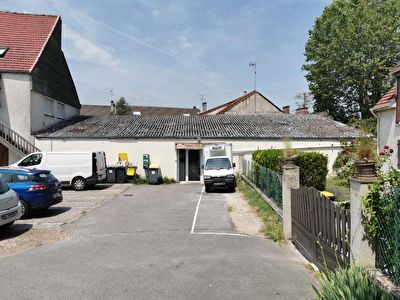 Local commercial La Chapelle En Serval 147 m2 1/2